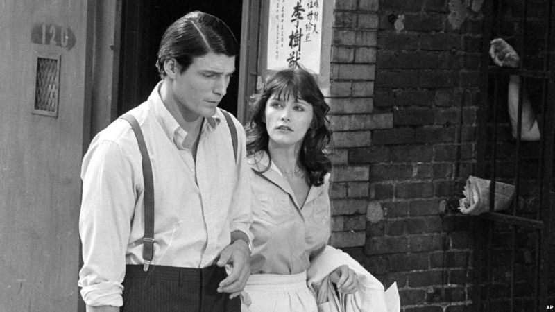 """FILE - In this July 8, 1977 file photo, Christopher Reeve, left, and Margot Kidder appear during the filming of """"Superman"""" in New York's Lower East Side. (AP Photo, File)"""