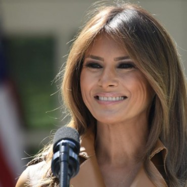 Melania Trump sale del hospital y regresa a la Casa Blanca
