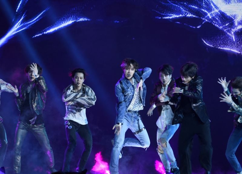 "BTS extiende el video musical ""Fake Love"""