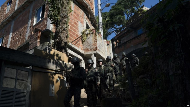 Soldiers patrol inside the Chapeu Mangueira slum in the Leme neighborhood south zone of Rio de Janeiro, Brazil, Thursday, June 21, 2018. 1800 soldier took part in a surprise operation as part of security actions by the military intervention. (AP Photo/Leo Correa)
