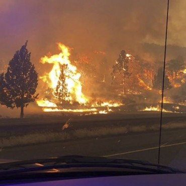 Incendio forestal en California se extiende a Oregon